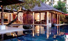 Kleines, feines Boutique-Resort: Jamahal Private Resort & Spa. Im Zentrum des einstigen Fischerdorfes Jimbaran, weniger als 400 Meter von einem der schönsten Strände auf Bali entfernt, liegen dreizehn Villen - eingebettet in eine tropische Oase voller exotischer Farben und Düfte.