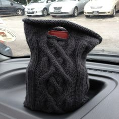 Aran cable lunch tote. Link to pattern included.