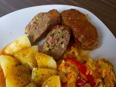 Zrazy z mięsa mielonego w pysznym sosie, które szybko się robi i są naprawdę bardzo smaczne! Jeśli znudziły Was się zwykłe kotlety mielone a nie macie zbyt wiele czasu na przyrządzenie wymyślnego obiadu to polecam gorąco ten pomysł My Favorite Food, Favorite Recipes, Polish Recipes, Pot Roast, Meatloaf, Food To Make, Grilling, Food And Drink, Menu