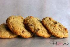 Deze havermout chocolade koekjes zijn krokant aan de buitenkant en binnenin nog een beetje chewy. Lekker voor bij de thee of tussendoor! Eenvoudig recept