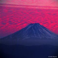 Red Mt.Fuji photo by Yukio Osawa