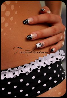 B & W dots nail art design Nail-art