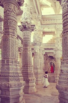 Jane wants to see a Jain temple. Ranakpur's Jain temple, India Places Around The World, The Places Youll Go, Places To See, Around The Worlds, Goa India, South India, Indian Architecture, Beautiful Architecture, Temple Architecture