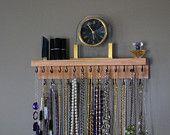 Suspension de collier avec étagère