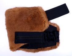 Krásný luxusní a dlouhý ledvinový pás i pro objemná bříška. Zahřeje a pozitivně působí na vaše bedra. Pravá kožešina - králičina. #spongr #kuzedeluxe #ledvinovypas #kralicina Winter Hats, Fashion, Moda, Fashion Styles, Fasion