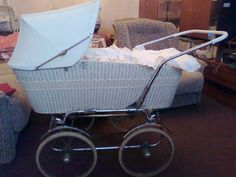 Vintage Pram, Prams, Fashion History, Kids And Parenting, Baby Strollers, Retro, Stroller Bag, Archive, Baby Prams