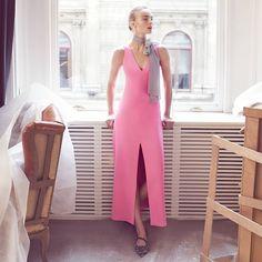 Roman elbiselerde zarafetin gücü pembenin en güzel tonlarıyla artıyor!  Sizleri #ANKAmall Roman'a davet ediyoruz.