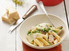 Pasta mit Erbsen, Speck und Parmesan ist ein Rezept mit frischen Zutaten aus der Kategorie Nudeln. Probieren Sie dieses und weitere Rezepte von EAT SMARTER!