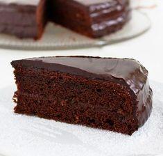 Sacher torta, klasszikus kedvencünk házi változatban - Blikk Rúzs Easy Cakes To Make, How To Make Cake, Food Cakes, Tea Cakes, Dinner Party Desserts, Baking And Pastry, Chocolate Treats, Cookie Desserts, Winter Food