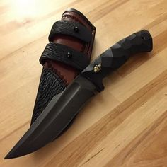 Jason Knight Paranee Project Concealment Fighter. 52100 steel, Harpoon swedge, fullered blade, knapped G-10 handle, rust blued like a gun finish. So Beautiful