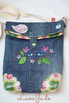 LunaJu **** ★: Marit pocket - or I was once a pair of jeans ; Cute Diy Purses, Diy Bags Purses, Blue Jean Purses, Sweet Bags, Denim Handbags, Denim Ideas, Denim Crafts, Denim Bag, Girls Bags