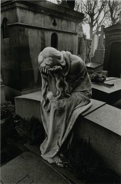 Cemetery Sculpture by Jean-Loup Sieff Cemetery Angels, Cemetery Statues, Cemetery Art, Angel Statues, Jean Loup Sieff, Statue Ange, Architecture Religieuse, Old Cemeteries, Graveyards