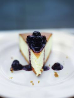 New York vanilla cheesecake with blueberries