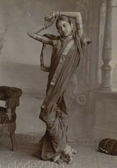 Slim Girl in Saree and Cute Shoes Vintage India, Old Pictures, Old Photos, Vintage Pictures, Monsoon Wedding, Baby Boy Hairstyles, Women In History, History Pics, Indian Beauty Saree