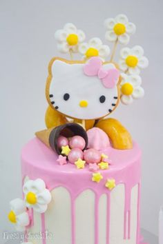 huge_dripcake-hello-kitty-baja-3-577221-2.jpg (400×600)