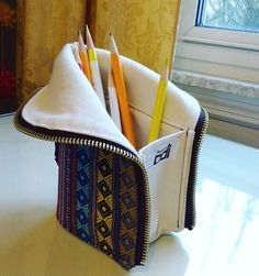 Another Christmas present done! It's a zippered pencil case that unzips into a pencil cup. Tutorial is from ikatbag. Sewing Patterns For Kids, Sewing Projects For Kids, Mccalls Sewing Patterns, Crochet Case, Diy Crochet, Zipper Pencil Case, Pencil Cases, Sewing For Beginners Tutorials, Diy Clutch