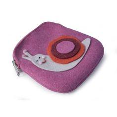 PORTAMONETE LUMACHINA  -  Portamonete in lana cotta decorato da tenera lumachina. Dim: 12 x 13 cm.