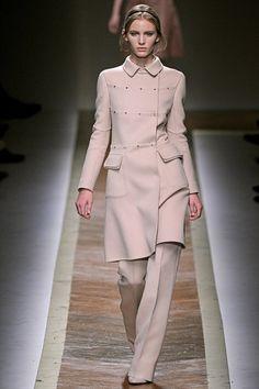 Sfilata Valentino Parigi - Collezioni Autunno Inverno 2011/2012 - Vogue