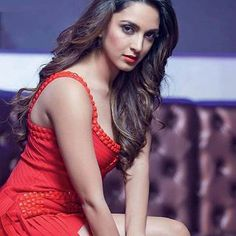 Kiara Advani hot images and semi nude photos from latest photoshoots are sensational. Here are the hot pics of Kiara Advani in bikini, saree, and jeans. Beautiful Girl Indian, Beautiful Indian Actress, Beautiful Actresses, Beautiful Gorgeous, Beautiful Women, Girl Celebrities, Bollywood Celebrities, Celebs, Bollywood Actors