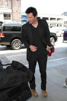 Keanu Reeves Photos - Keanu Reeves Seen at LAX - Zimbio