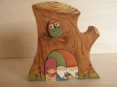 momnme etsy tree with nesting owl and gnomes Wooden Animal Toys, Wooden Toys, Wood Projects, Craft Projects, Saw Wood, Wood Owls, Wooden Jigsaw Puzzles, Gnome House, Waldorf Toys