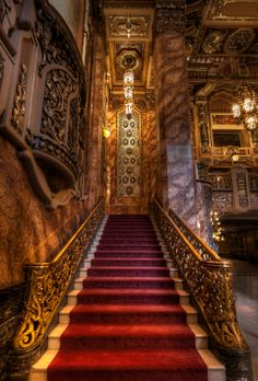 Chicago Architecture : Staircase At Oriental Theater Baroque Architecture, Beautiful Architecture, Theater Architecture, Oriental Theater Chicago, Grande Cage D'escalier, Vintage Movie Theater, Chicago Photos, Grand Staircase, Stairway To Heaven