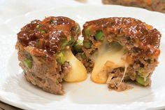 Pains de viande au cheddar dans des moules à muffins