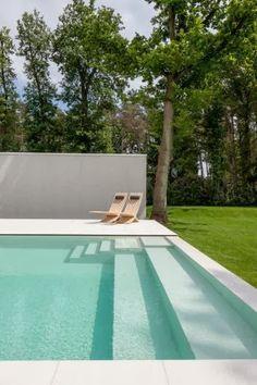 Villa D in Keerbergen, Belgium. Outdoor spaces by 't Huis van Oordeghem. Photo by Thomas de Bruyne|Cafeïne.