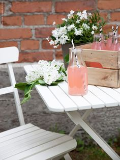 MALARO | IKEA Livet Hemma – inspirerande inredning för hemmet Ikea Outdoor Table, Outdoor Living, Outdoor Furniture, Life Is Beautiful, Beautiful Things, Apartment Balconies, Balcony Ideas, Summer Feeling, Glass House
