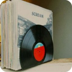 Custom Vinyl Record Bookends - Hold your records with records! Vinyl Record Crafts, Vinyl Lp, Record Art, Custom Vinyl, Record Decor, Old Records, Vintage Records, Vinyl Records, Vynil
