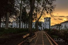 Parque Caldas, puesta de sol, Popayán. Beautiful Places, Sunsets, Parks