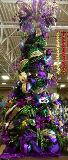 Mardi Gras Christmas Tree ~ so want to do this one year!