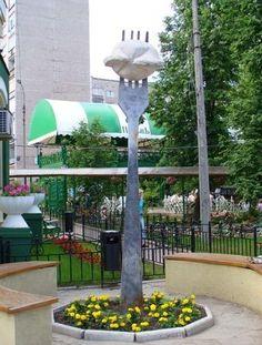 В Ижевске. Автором на одной из улиц города, поставили памятник пельменю.
