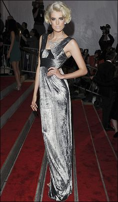 Agnes Deyn in Burberry (2009, Muse)