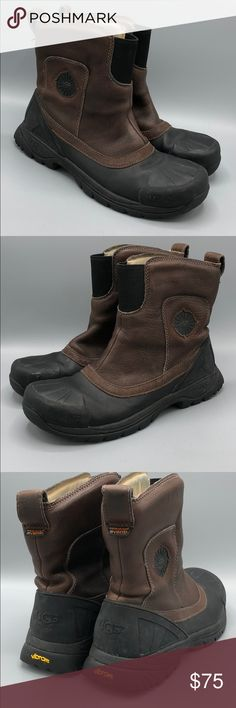 Ugg Event Men's Slip On Duck Boot SZ 8 EU 40.5 Gently PREOWNED   Brown leather pull on uppers with black stretch panel at front and pull loops on back  Black rubber waterproof soles and toes!  Shearling lined interior.   Removable and replaceable inner sole UGG Shoes Rain & Snow Boots Rain And Snow Boots, Pull On Boots, Duck Boots, Black Rubber, Ugg Shoes, Uggs, Brown Leather, Slip On, Man Shop