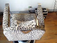 Cadeira de cabeleireiro vintage estampa onça para @Charles Motta Motta no @Retrozaria Art