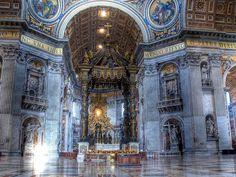 サンピエトロ大聖堂の内部(バチカン市国)