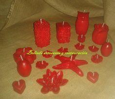 Velas en tono rojo pasión con aroma frutos del bosque.