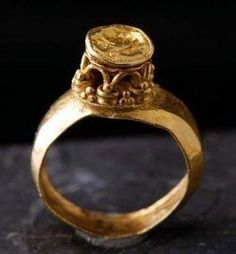Beautiful signet ring from the Merovingian dynasty.