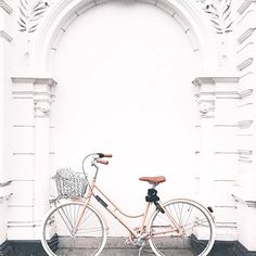 Good morning! @kellynederlof just got a new bike & we love the colour! #peaches #blazingsalmon #veloretti