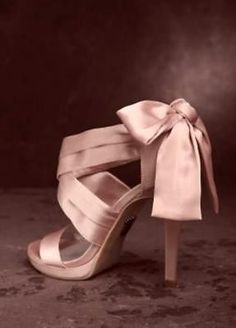 Vera Wang gorgeous wedding party shoes with BIG BOWS NIB Sz 7