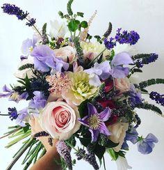 Have a lovely Saturday! Bouquet by @em_blossem #meijerroses #weddinginspiration #weddingideas #weddingflowers #weddingdecor #bride #flowers #flowerstagram #flowerslover #roses