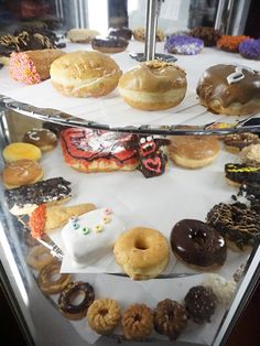 ++ Super casual intro to 6th Street - party central for Austin, TX. & #voodoo Doughnuts