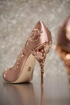 wedding shoes with dress schuhe hochzeit winter 30 beste Outfits Fancy Shoes, Pretty Shoes, Beautiful Shoes, Cute Shoes, Women's Shoes, Gold Shoes, Gucci Shoes, Wedding Shoes Heels, Prom Heels