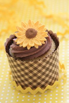 Sunflower cupcakes | sunflower cupcake by cupcakes & cartwheels