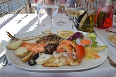 plato de pescado fresco (plate of fresh fish)
