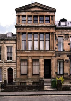 An Alexander Thomson terrace, Oakfield Avenue, Hillhead, Glasgow Glasgow Architecture, Classical Architecture, Historical Architecture, Architecture Details, Scotland History, Glasgow Scotland, Classic Building, Victorian Photos, Beautiful Buildings
