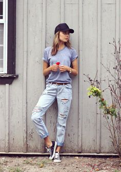 Love me some boyfriend jeans, cons and a baseball cap; a go-to look on those casual days #perfect
