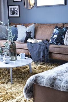 Rodeo couch in Scandinavian interior Norwegian House, Scandinavian Interior, Rodeo, Couch, Throw Pillows, Blanket, Bed, Settee, Toss Pillows