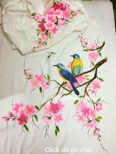 Photos Fabric Painting On Clothes, Fabric Paint Shirt, Dress Painting, Painted Clothes, Silk Painting, Saree Painting Designs, Fabric Paint Designs, Painting Patterns, Fabric Design